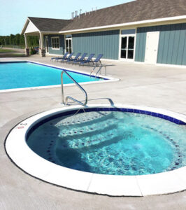 Hot tub at Bluffs RV Resort